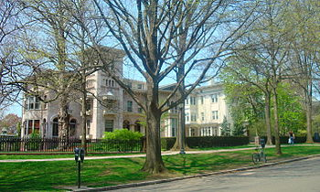 English: Steinbach and Evans Halls of the Yale...